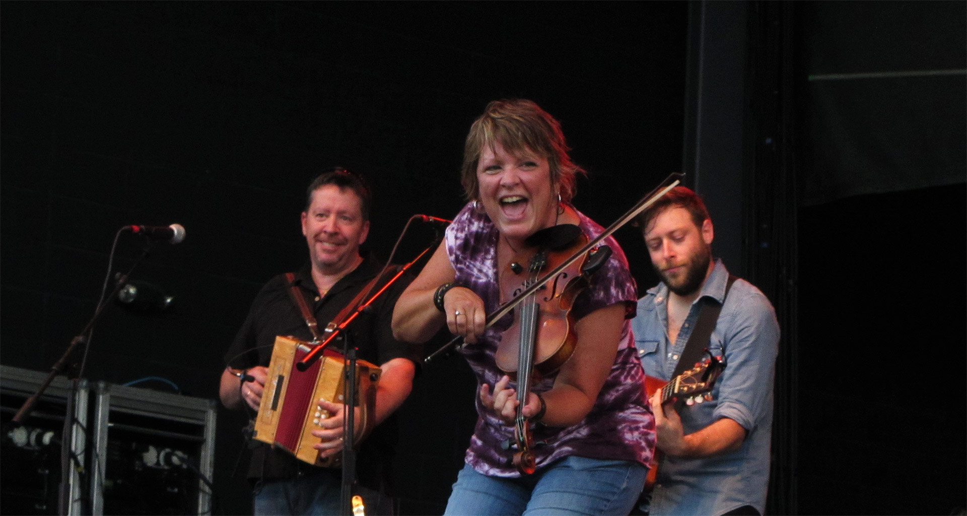 Eileen Ivers playing fiddle